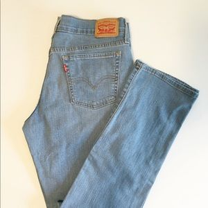 414 Levi's Relaxed Straight